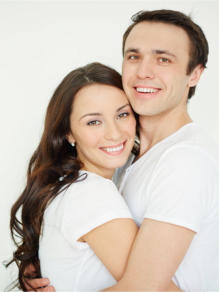 image of happy couple thanks to hypnosis